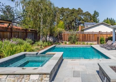 New Geometric Pool Construction with Spa Spillover